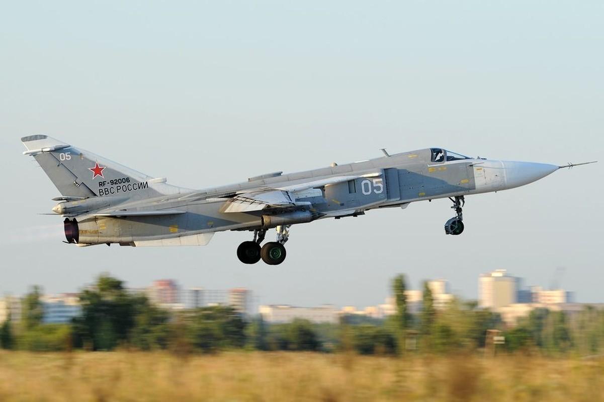 Tiem kich Su-24 cua Nga bo nhao xuong, khu truc ham My