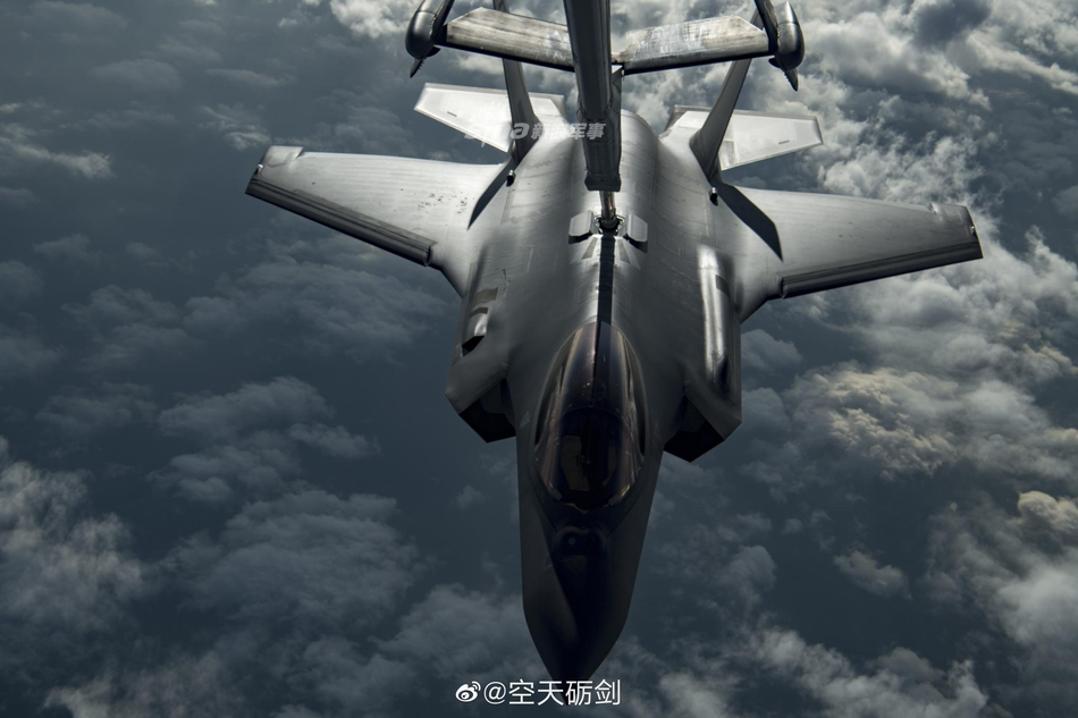 Tiep lieu tren khong cho tiem kich F-35: Kho nhu len troi!-Hinh-5