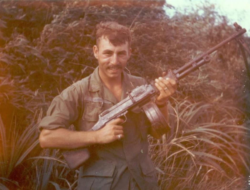 Dac nhiem My tung dung sung RPD cua nong trong chien tranh Viet Nam-Hinh-9