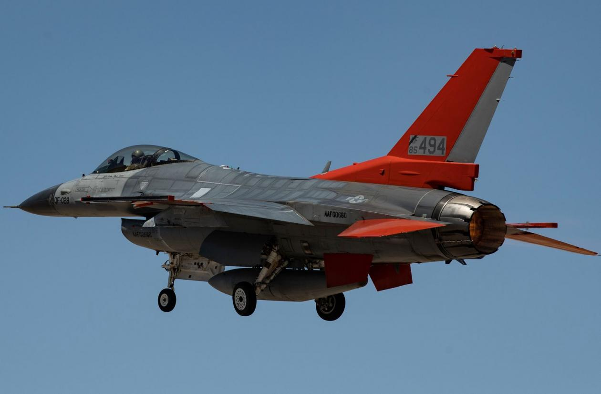 Chuyen that nhu dua: My nang cap F-16 thanh may bay… dieu khien tu xa-Hinh-3