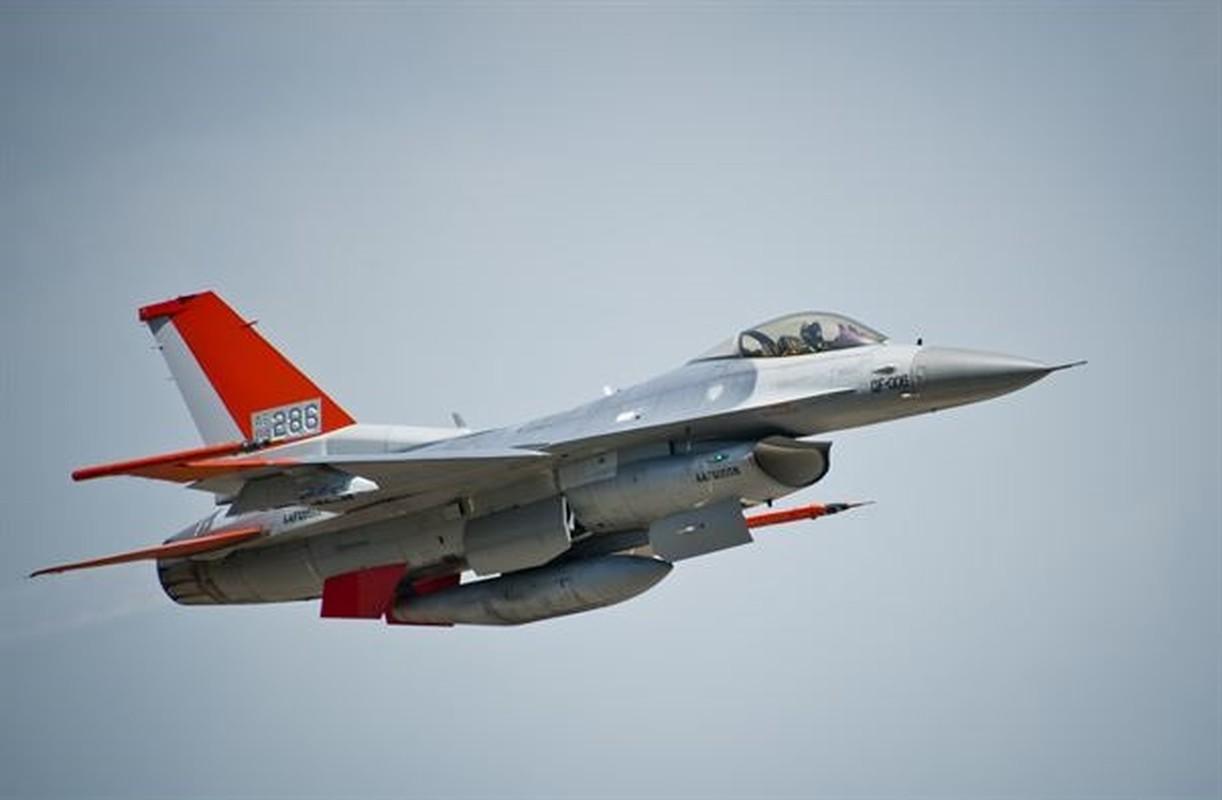 Chuyen that nhu dua: My nang cap F-16 thanh may bay… dieu khien tu xa