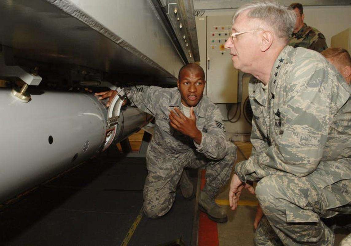 B-52 cua My bo het bom hat nhan, nhung ten lua hat nhan van… day-Hinh-4