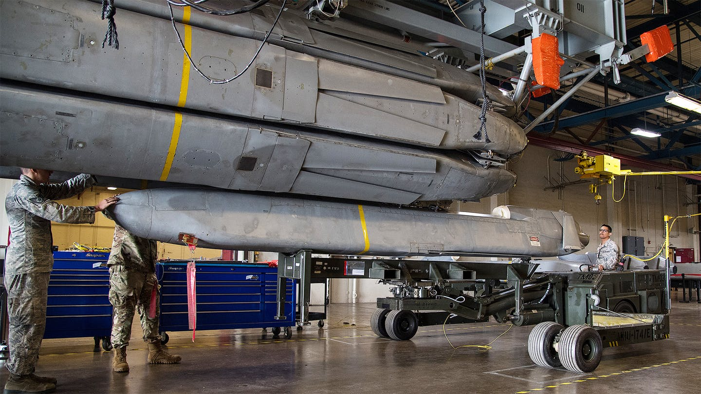 B-52 cua My bo het bom hat nhan, nhung ten lua hat nhan van… day-Hinh-5