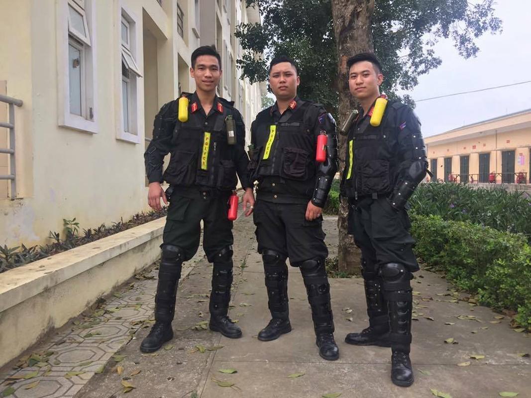 Tan mat xem Canh sat Co dong Viet Nam huan luyen ky binh-Hinh-4