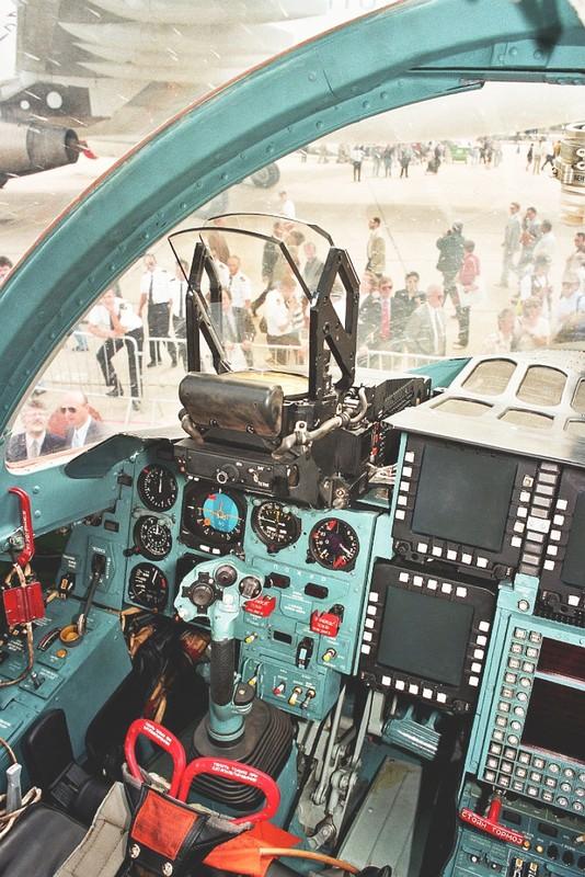 Choang voi buong lai cua Su-34: Nhu