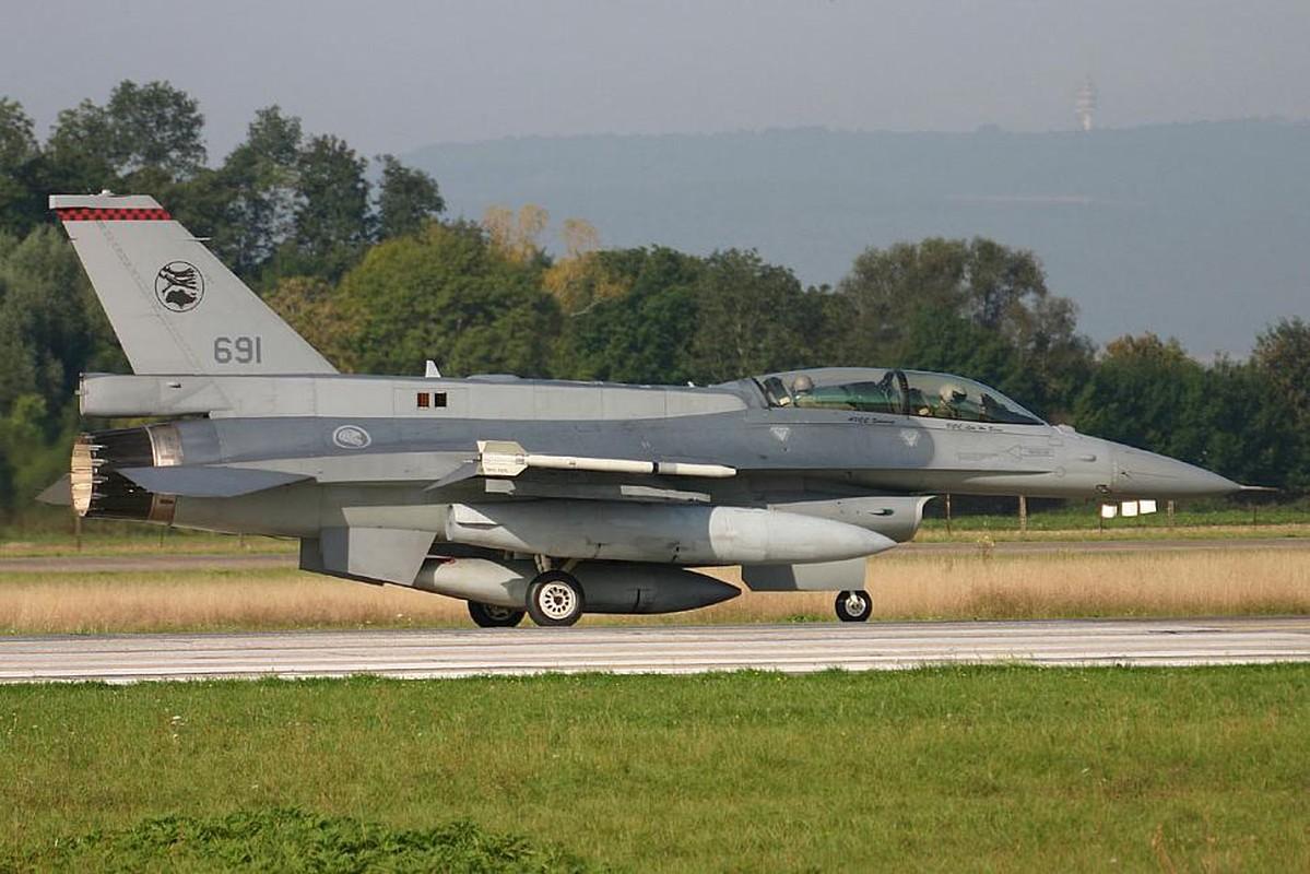 Sau Dai Loan, toi luot Singapore nang cap dan tiem kich F-16 cua minh-Hinh-2