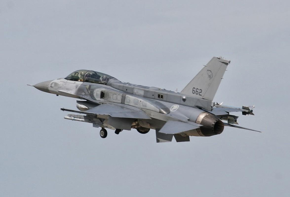 Sau Dai Loan, toi luot Singapore nang cap dan tiem kich F-16 cua minh-Hinh-5