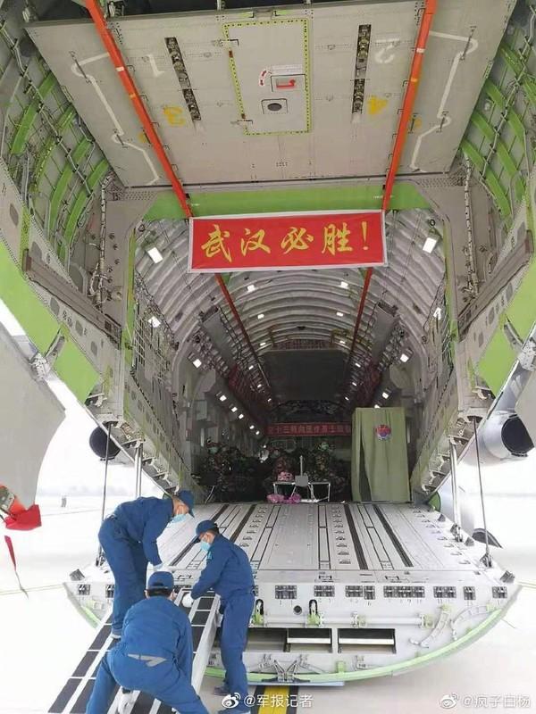 Mo xe van tai co Y-20 Trung Quoc lam cau hang khong tiep te cho Vu Han-Hinh-4