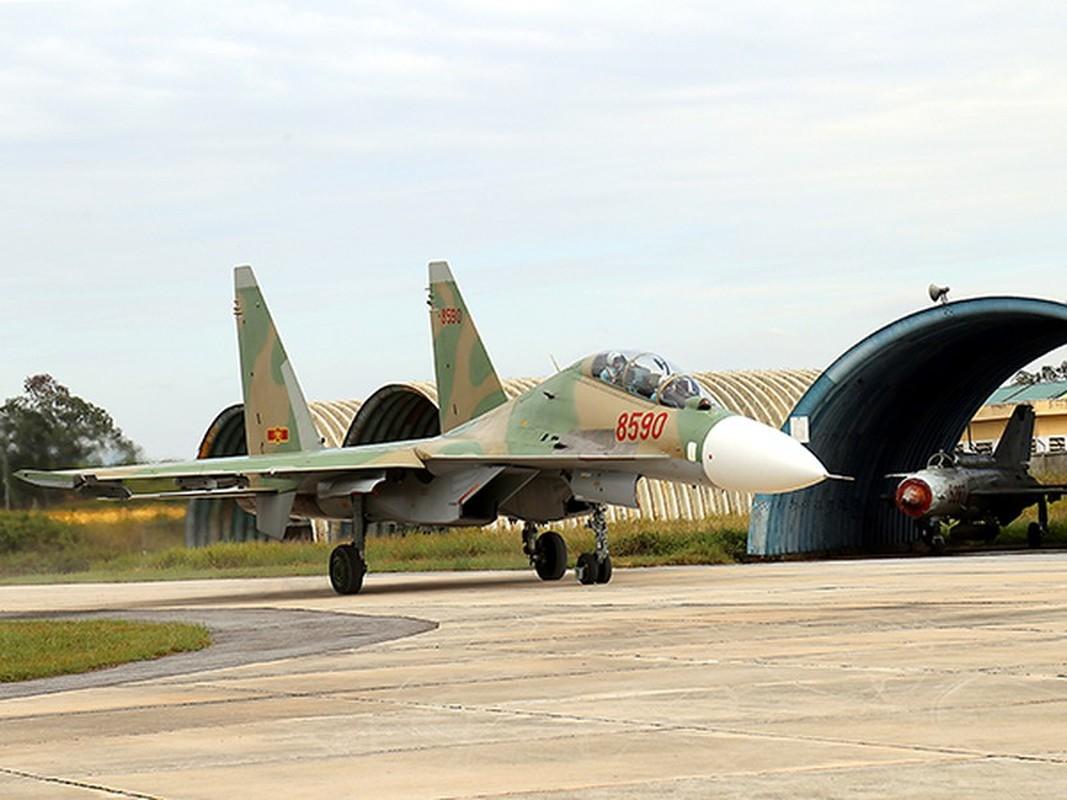 Hoi kho: Tiem kich Su-30 cua Viet Nam co di lui tren duong bang duoc khong?-Hinh-2
