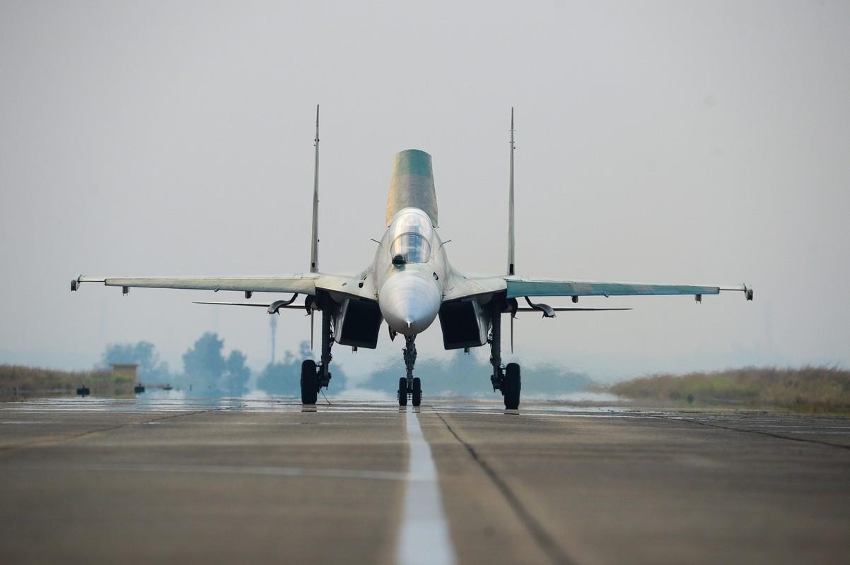 Hoi kho: Tiem kich Su-30 cua Viet Nam co di lui tren duong bang duoc khong?-Hinh-3