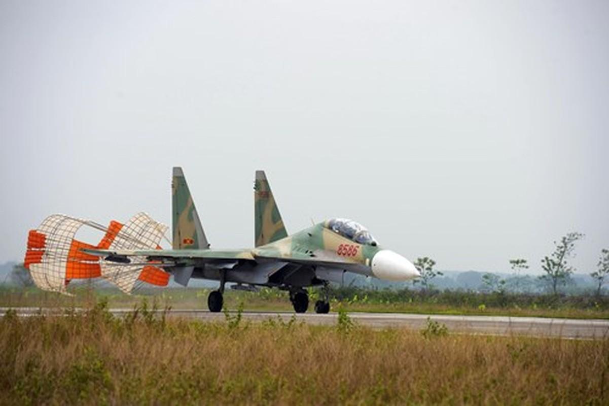 Hoi kho: Tiem kich Su-30 cua Viet Nam co di lui tren duong bang duoc khong?-Hinh-11
