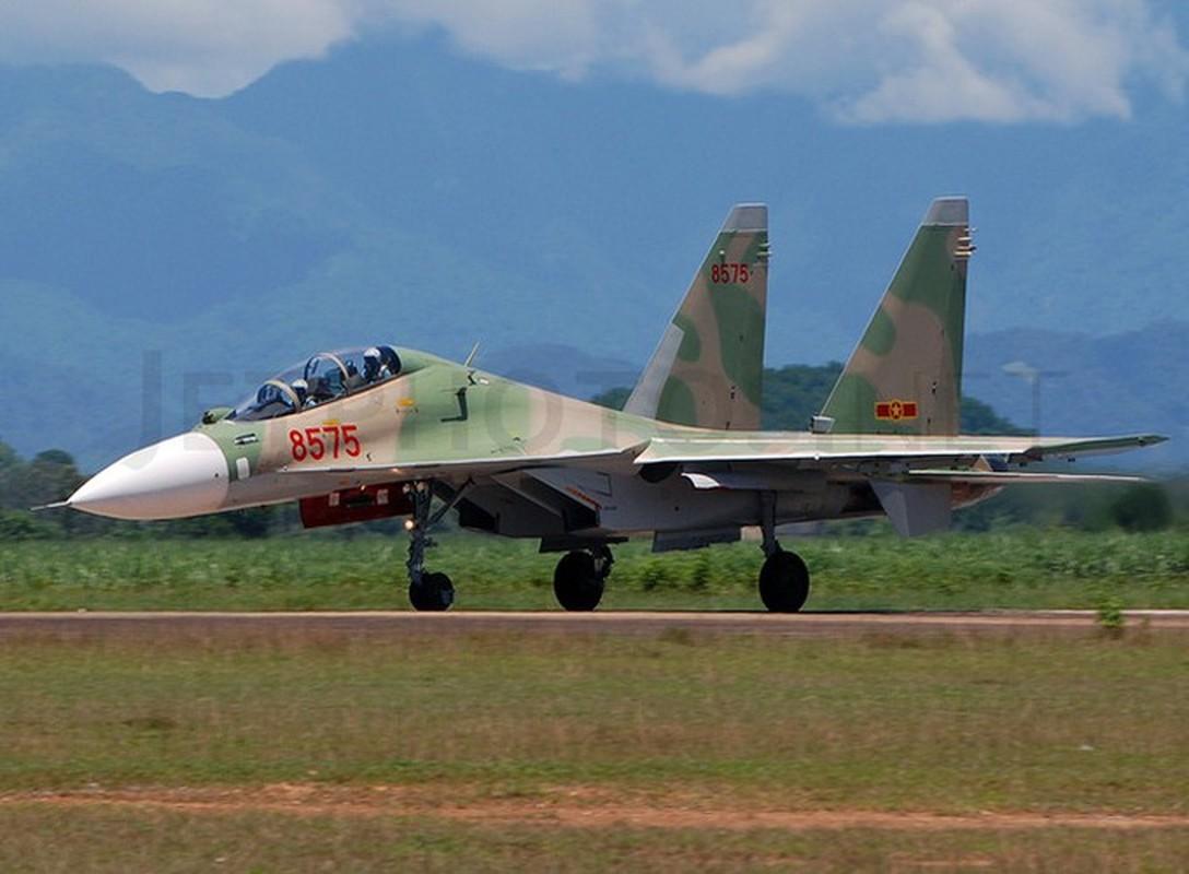 Hoi kho: Tiem kich Su-30 cua Viet Nam co di lui tren duong bang duoc khong?