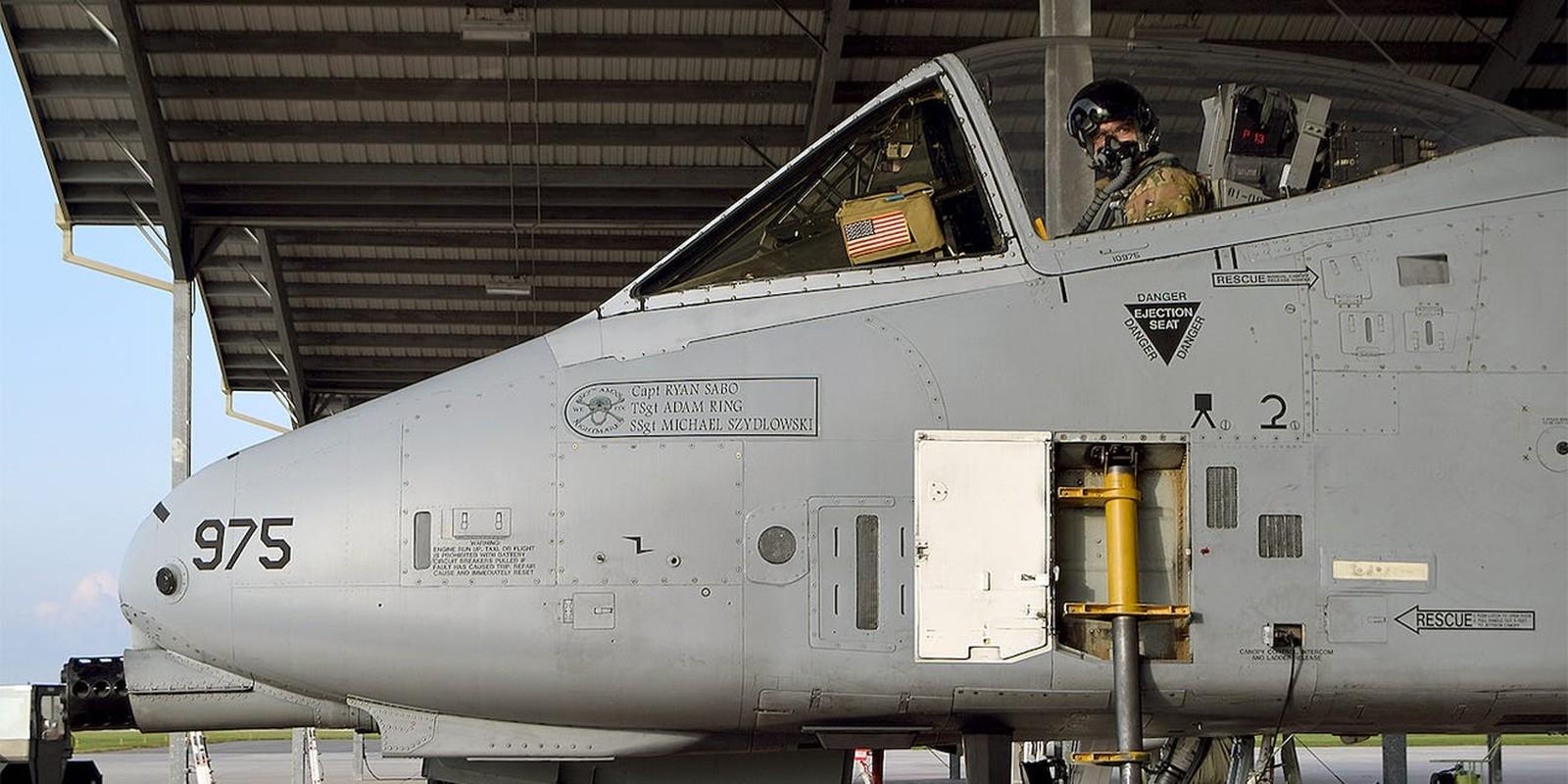 Mu bay cua phi cong A-10 Warthog co gi hay ma My phai ca ngoi het loi?