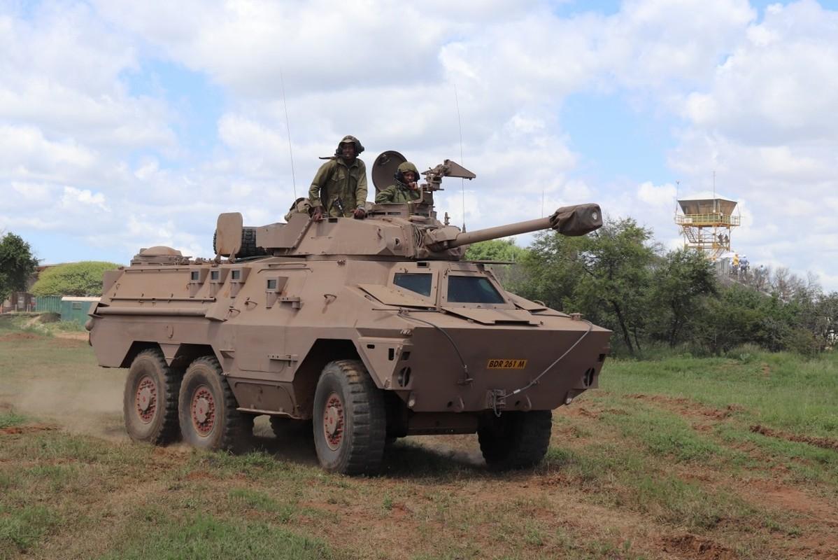 Nam Phi tung binh luc tap tran ram ro chuan bi mung ngay quan doi-Hinh-2