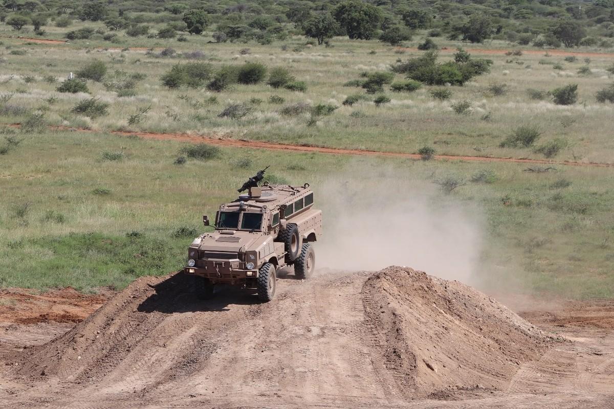 Nam Phi tung binh luc tap tran ram ro chuan bi mung ngay quan doi-Hinh-9