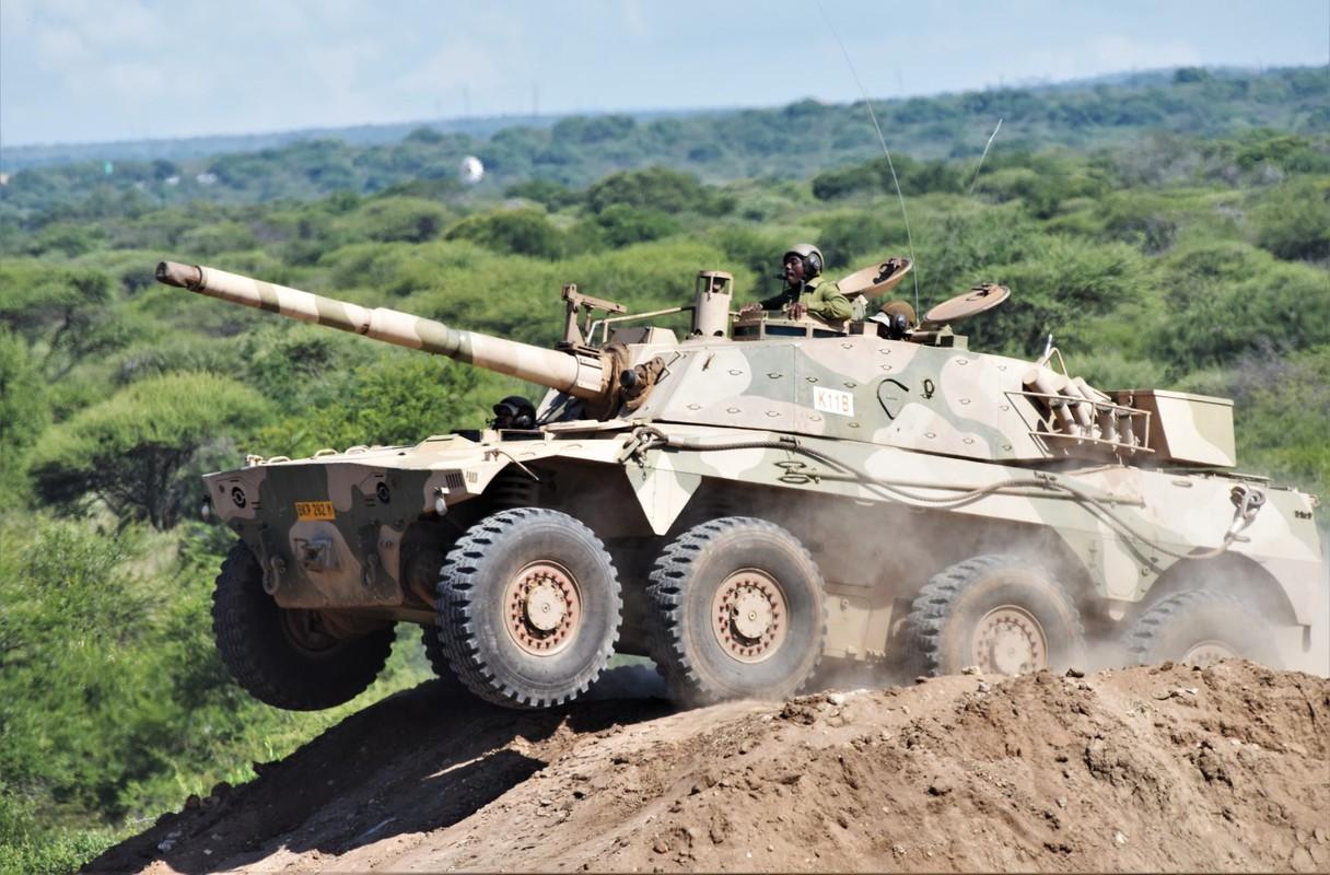 Nam Phi tung binh luc tap tran ram ro chuan bi mung ngay quan doi