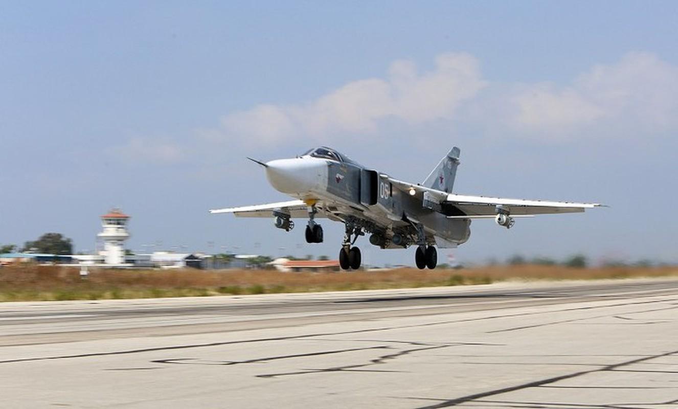 Khong quan Nga cho Su-24 nem bom thang dau phien quan, yem tro linh Assad-Hinh-18