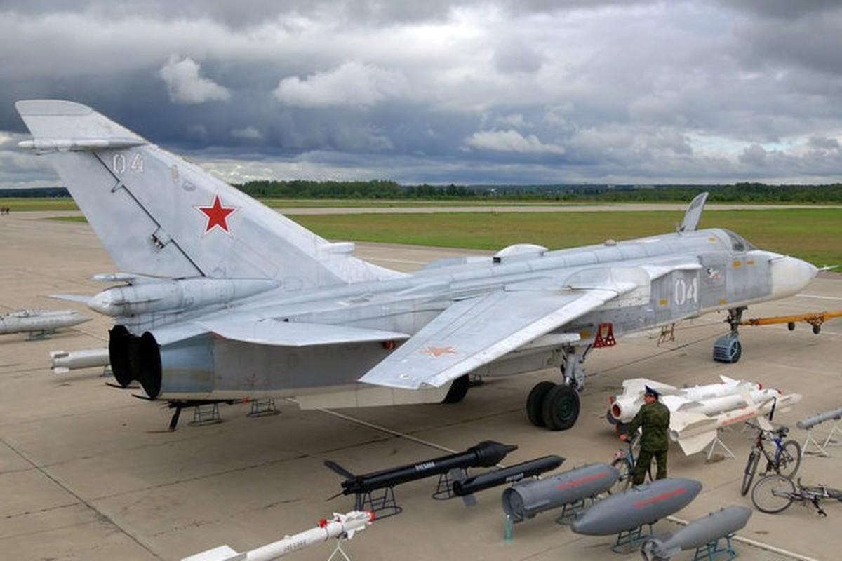 Khong quan Nga cho Su-24 nem bom thang dau phien quan, yem tro linh Assad-Hinh-22