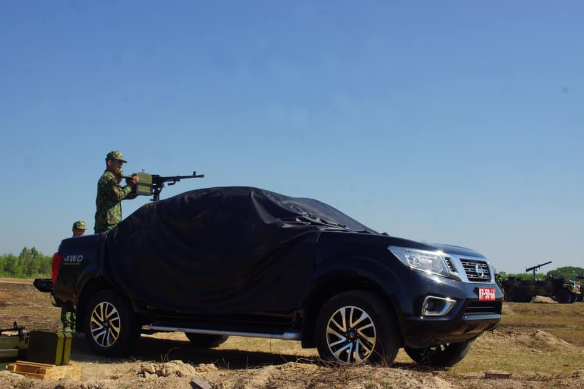 Quan doi Viet Nam gan hoa luc manh len... xe ban tai Nissan-Hinh-2