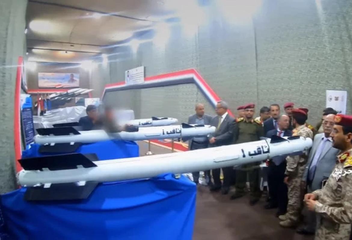 Choang: Phien quan Houthi tu che duoc ten lua phong khong cuc nguy hiem