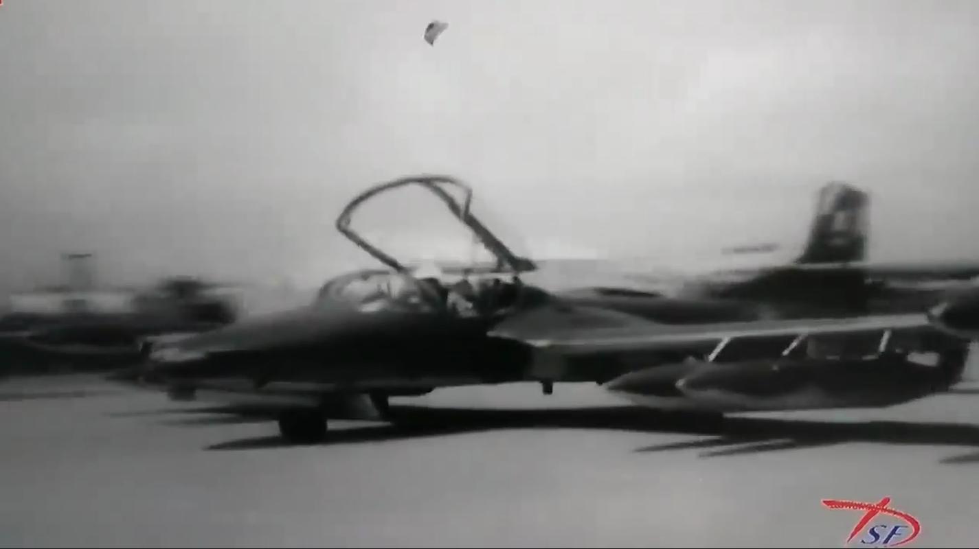 Hinh anh cuc hiem ve bien doi A-37 cua Viet Nam trong qua khu-Hinh-3