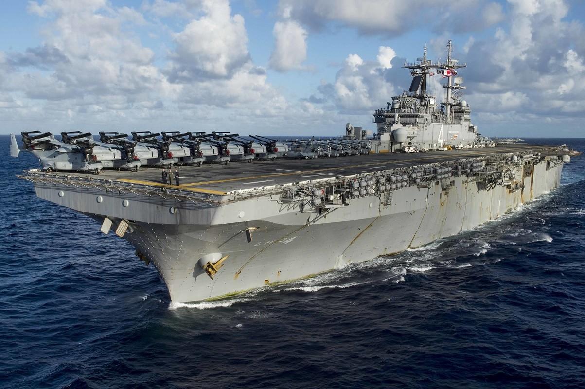 Tau do bo tan cong USS Boxer cua My co thuy thu duong tinh Covid-19-Hinh-2