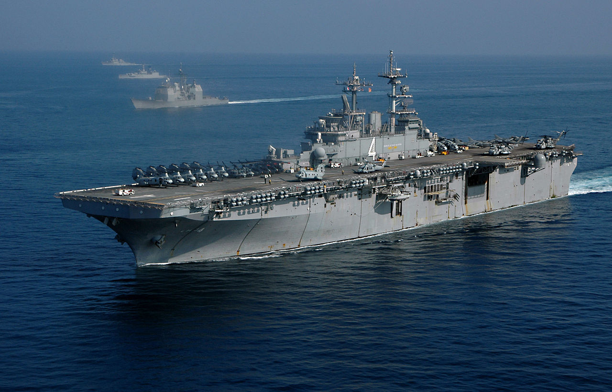 Tau do bo tan cong USS Boxer cua My co thuy thu duong tinh Covid-19-Hinh-5