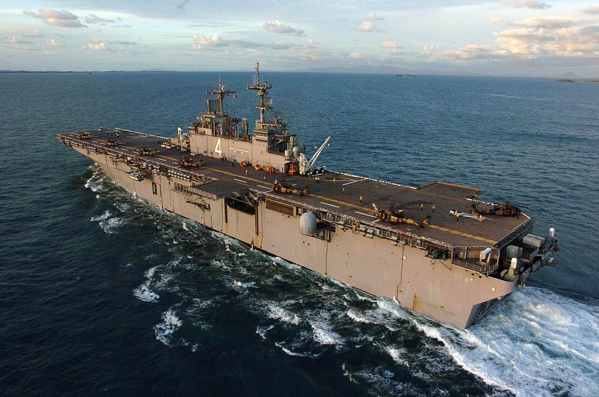 Tau do bo tan cong USS Boxer cua My co thuy thu duong tinh Covid-19
