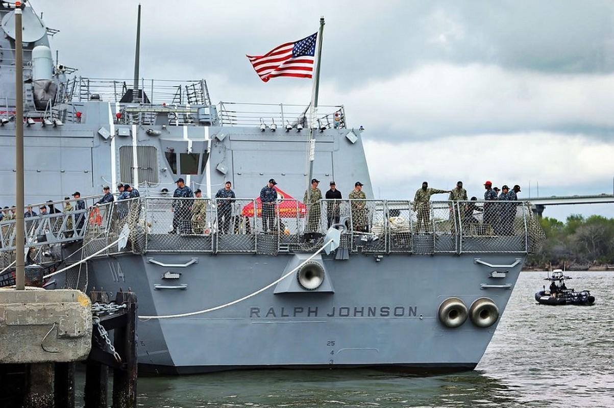 Thuy thu khu truc ham USS Ralph Johnson duong tinh Covid-19, Hai quan My gap kho-Hinh-3