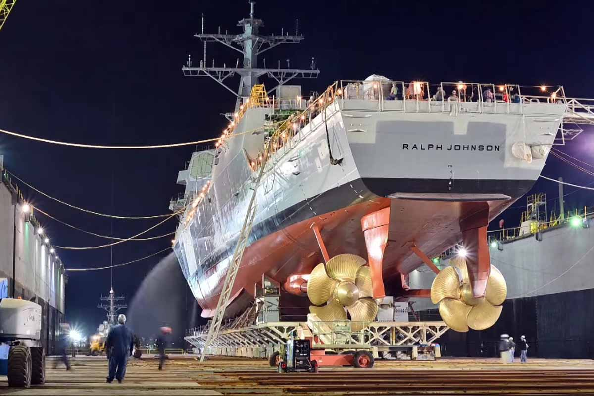 Thuy thu khu truc ham USS Ralph Johnson duong tinh Covid-19, Hai quan My gap kho-Hinh-4