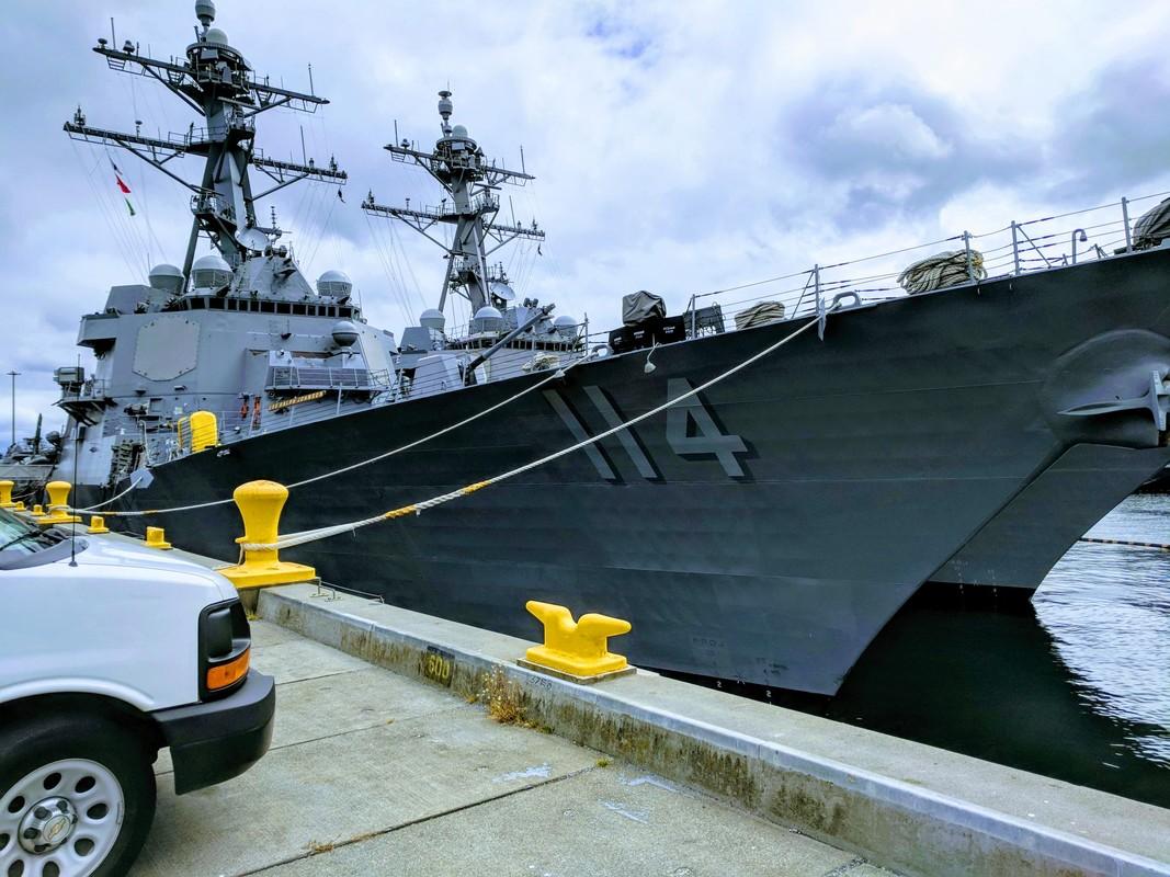 Thuy thu khu truc ham USS Ralph Johnson duong tinh Covid-19, Hai quan My gap kho-Hinh-7