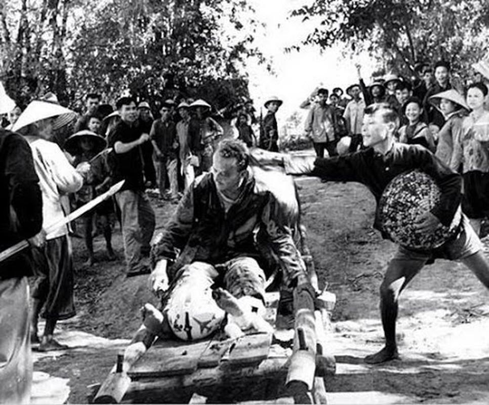 Phi cong tu binh My trong chien tranh Viet Nam duoc doi xu nhan dao toi muc nao?-Hinh-9