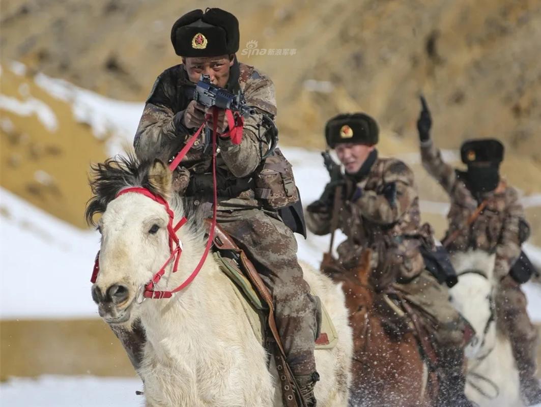 Quan doi Trung Quoc giua the ky 21 van dung... ngua tuan tra-Hinh-10