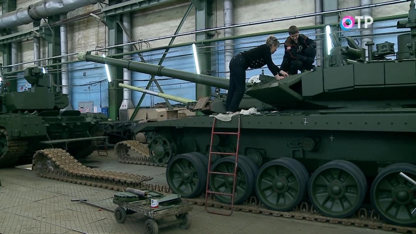 Xe tang T-90M duoc san xuat moi nguyen, Viet Nam nen dau tu mua tiep?