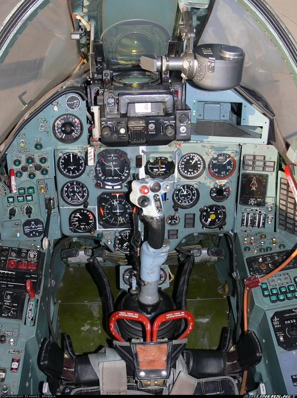 Khoang lai co dien cua Su-22 - chien dau co dong nhat cua Khong quan Viet Nam-Hinh-8