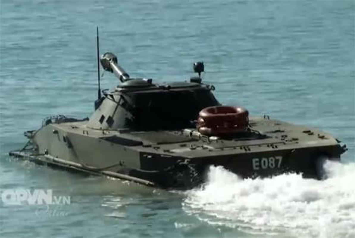 Xe tang loi nuoc PT-76 cua Viet Nam co the boi lui, nhung bang cach nao?-Hinh-10