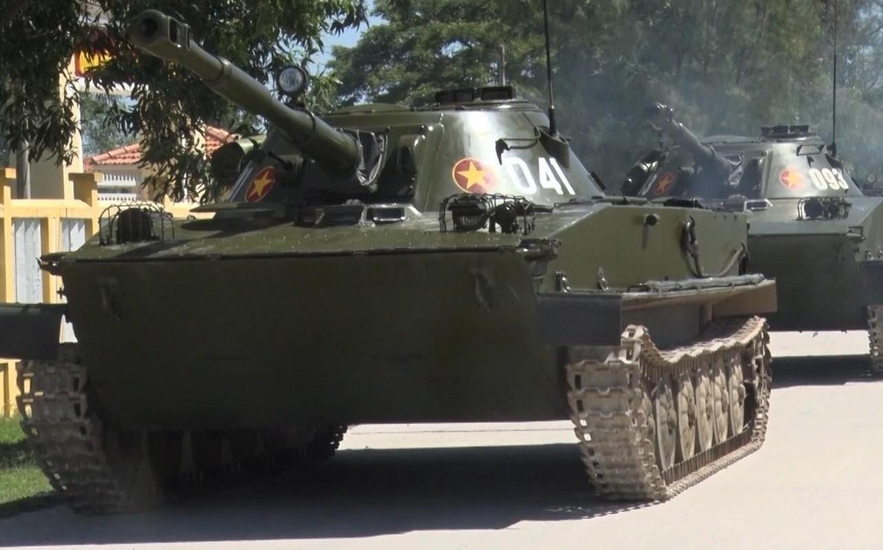 Xe tang loi nuoc PT-76 cua Viet Nam co the boi lui, nhung bang cach nao?-Hinh-2