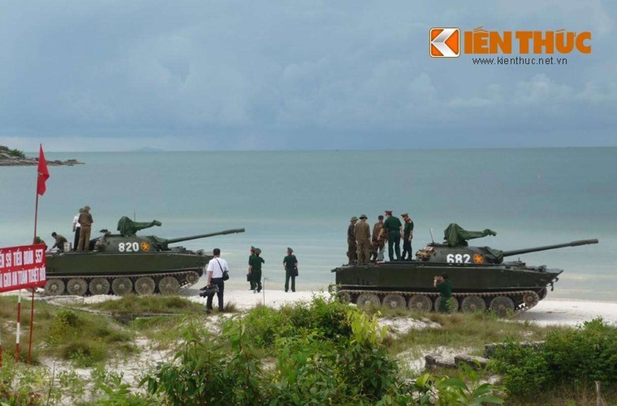 Xe tang loi nuoc PT-76 cua Viet Nam co the boi lui, nhung bang cach nao?-Hinh-6