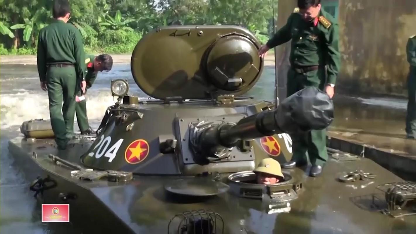 Xe tang loi nuoc PT-76 cua Viet Nam co the boi lui, nhung bang cach nao?-Hinh-9