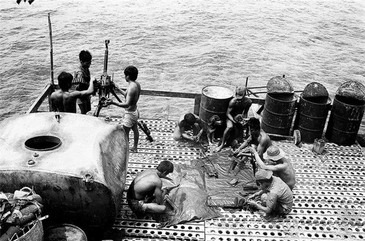 Hai quan Viet Nam giai phong hang loat hon dao trong chien dich Ho Chi Minh-Hinh-12