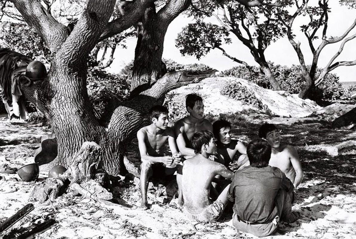 Hai quan Viet Nam giai phong hang loat hon dao trong chien dich Ho Chi Minh-Hinh-9