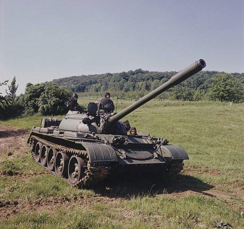 Tai sao Viet Nam khong nen nang cap xe tang T-55 len phien ban T-55M8A2 Tifon?-Hinh-11