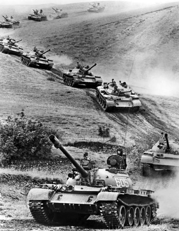 Tai sao Viet Nam khong nen nang cap xe tang T-55 len phien ban T-55M8A2 Tifon?-Hinh-12