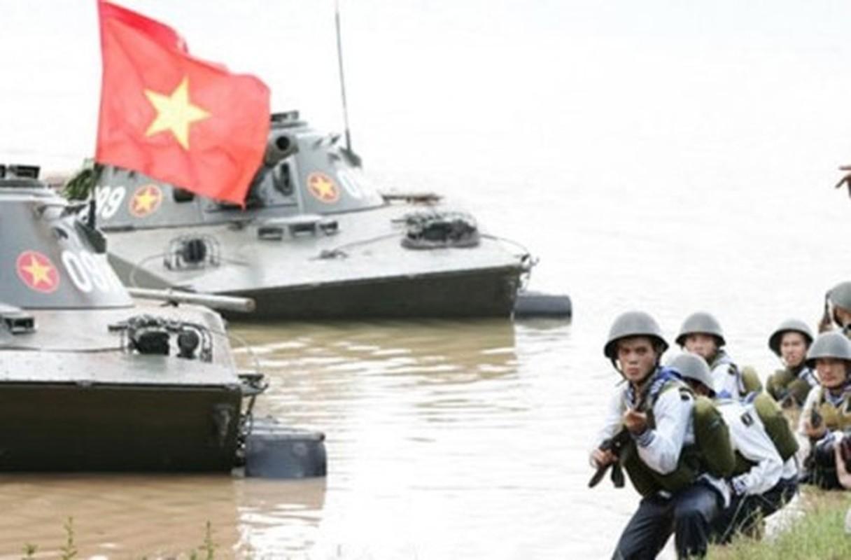 Xe tang PT-76 Viet Nam nhu moi khien