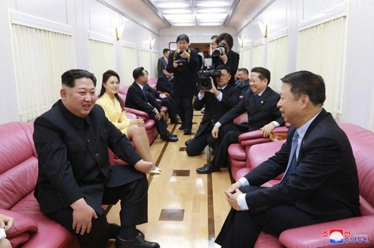 Doan tau boc thep cua ong Kim Jong Un vua di chuyen ra… gan bien?-Hinh-9