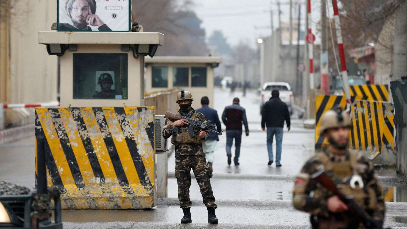 Sau man tan cong bat ngo tu Taliban, Afghanistan bat dau phan cong-Hinh-2