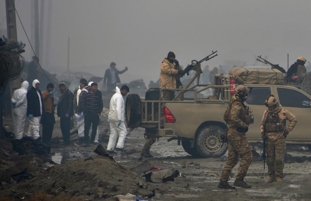 Sau man tan cong bat ngo tu Taliban, Afghanistan bat dau phan cong-Hinh-7