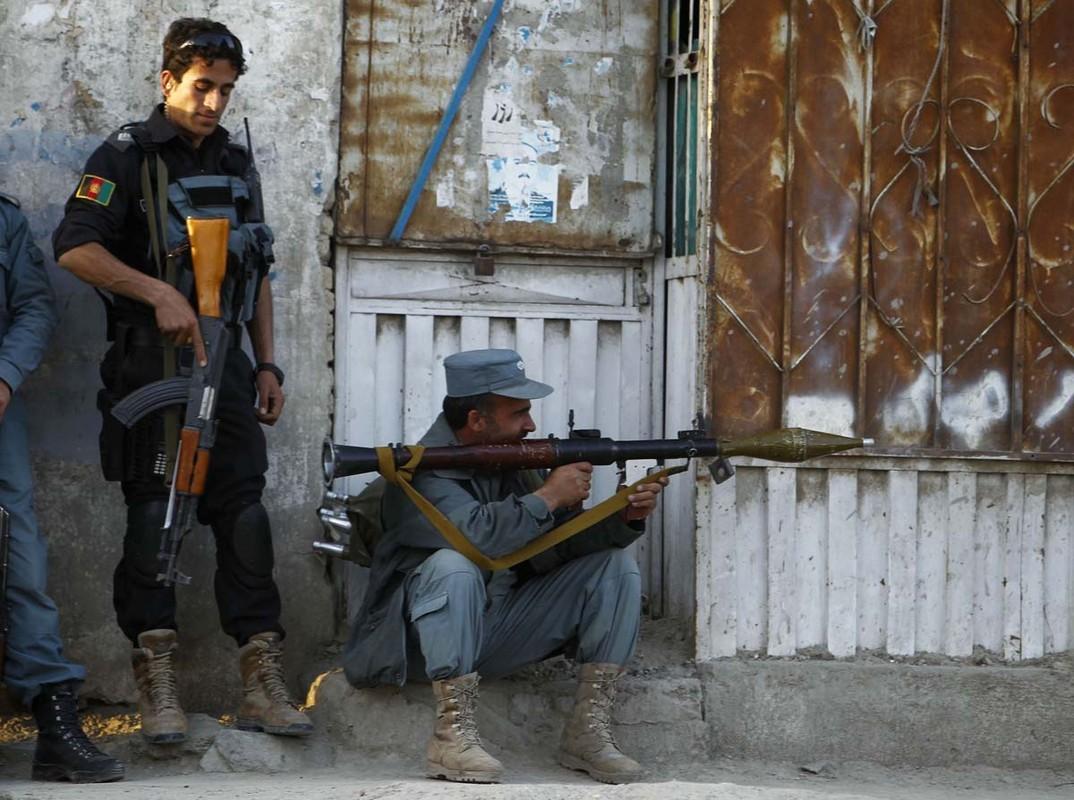 Sau man tan cong bat ngo tu Taliban, Afghanistan bat dau phan cong-Hinh-9
