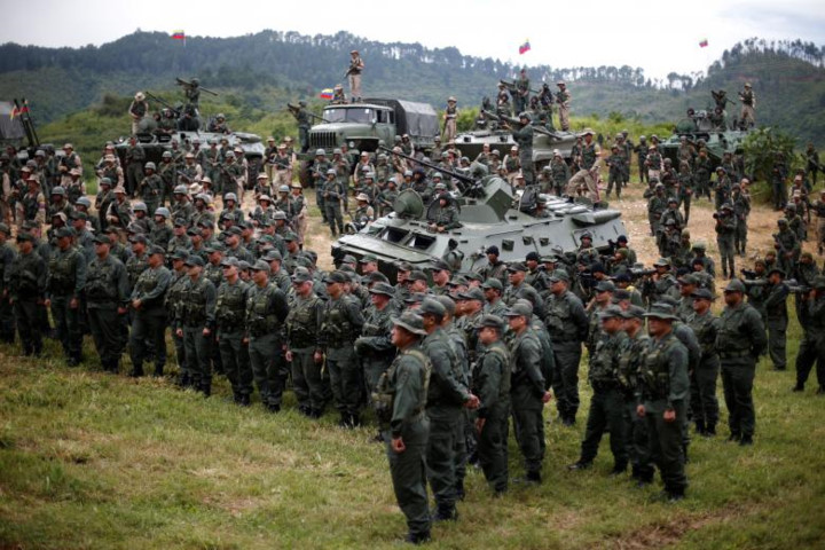 Venezuela pho dien suc manh quan su sau de doa cua My