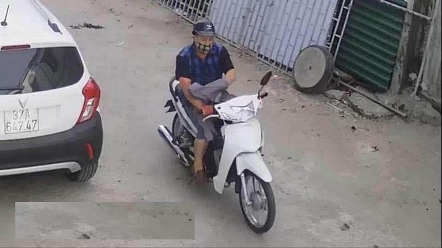 Video: Bi ke dao vao co, co gai khong bo chay va cai ket dau long-Hinh-3